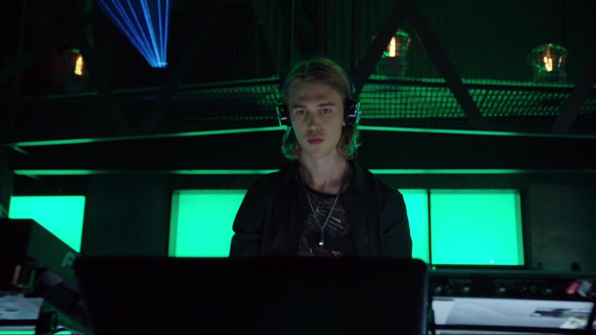 Chase DJing in Arrow season 3