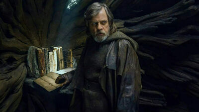 Mark Hamill Reveals The Story He Wanted For Luke in 'The Last Jedi'