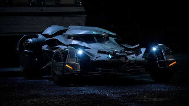 batmanvsuperman-batmobile