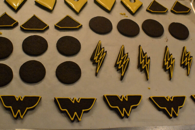 justice-league-cupcakes-cookie-outline