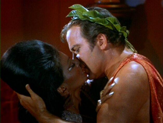 star-trek-uhura-kirk-kiss