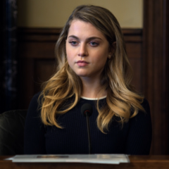 Chloë testifying