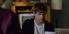 S02E01-The-First-Polaroid-043-Alex-reads-his-note