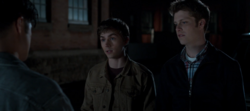 S04E10-Graduation-033-Alex-Charlie