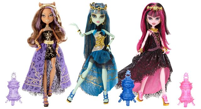 File:13 Wishes Haunt the Casbah - three dolls stockphoto.jpg