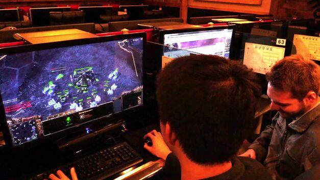 Playing Starcraft in a Korean PC Bang