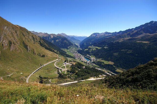 File:Passo San Gottardo Versante Sud.jpg