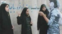 Traffic police regulate Iran's dress code-0