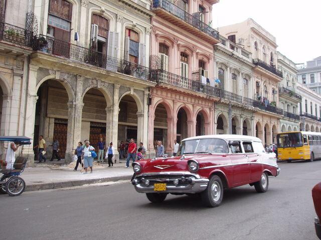 File:Street 3 La Habana Vieja.JPG