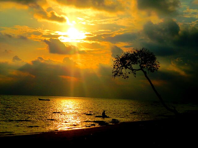 File:Sunrise at the Havelock Islands..JPG