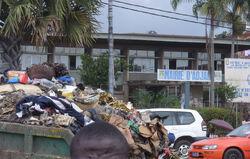 Adjamé garbage devant la mairie