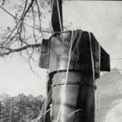 .One of the Mk 39 nuclear weapons at Goldsboro, largely intact, with its parachute still attached. Close up of one of two Mk.39 thermonuclear bombs rests in a field in Faro, NC after falling from a disintegrating B-52 bomber in an incident known as the