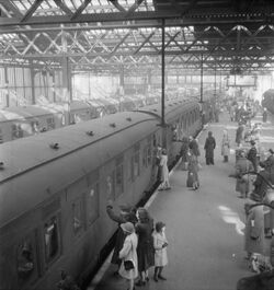 British Railways in Wartime - Bridge of Goodbyes- Everyday Life at Euston Station, London, England, UK, 1944 D18904