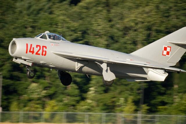File:MiG-17 landing by StuSeeger.jpeg