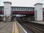 Harrow & Wealdstone stn fast tracks look south