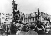 Bundesarchiv Bild 183-B0527-0001-753, Krefeld, Hungerwinter, Demonstration