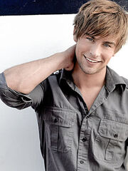 Chace-crawford-hairstyle-2010-19