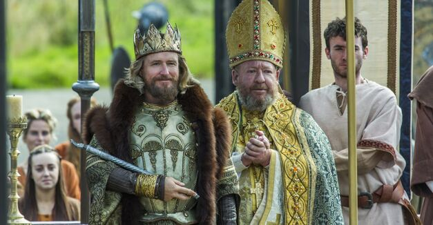 Vikings season 4 King Ecbert and the Pope in a ceremony
