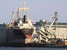 File:220px-Ship on the port CROP.jpg