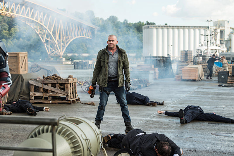 """Dominic Purcell as Mick Rory/Heat Wave in the Legends of Tomorrow Season 2 premiere, """"Out of Time."""""""