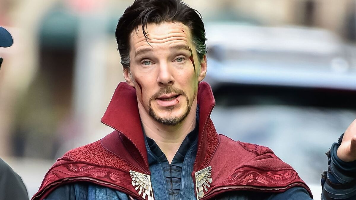 benedict-cumberbatch-doctor-strange-set-shrug