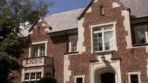 10x03 Donovan house