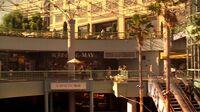 5x01 Chloe mall