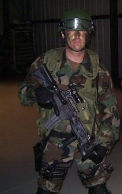 File:24 Day 7- Arlo Hemphil as FBI SWAT.jpg