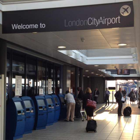 File:Getting-to-London-City-Airport-(LCY).png