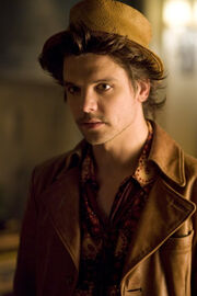 Andrew-Lee-Potts-as-The-Hatter-in-the-SyFy-mini-series-Alice-andrew-lee-potts-9367993-400-600-1-