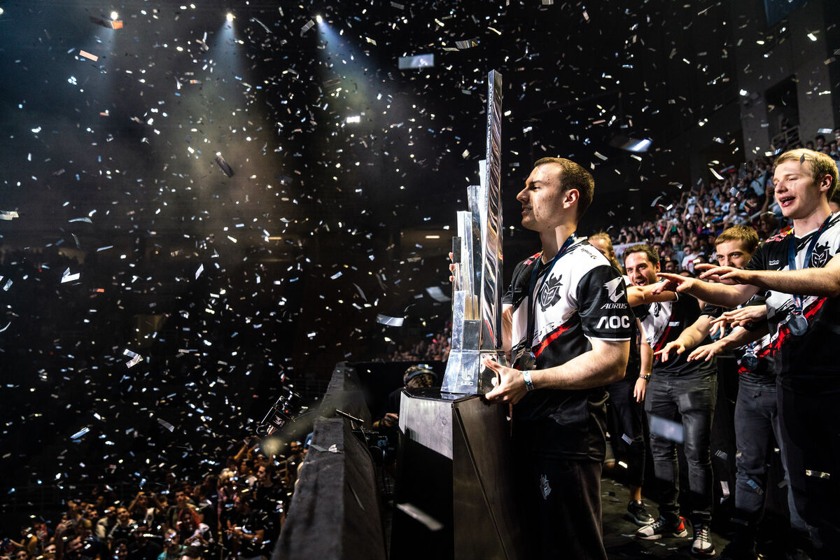 G2's Perkz lifts the trophy