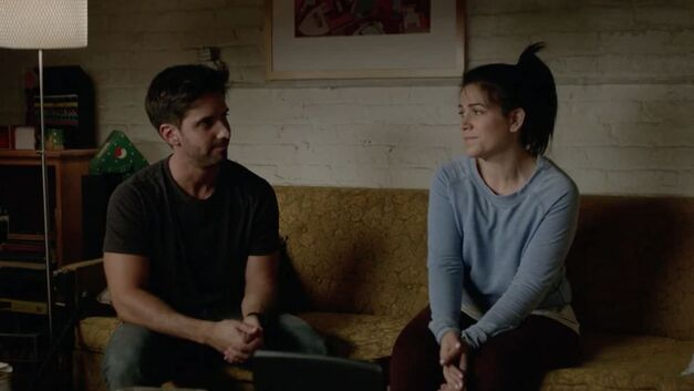 trey and abbi broad city on couch awkward conversation