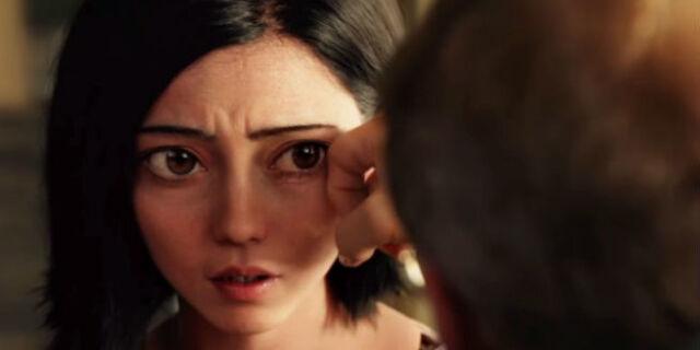 Alita Battle Angel, Ido wipes away Alita's tears