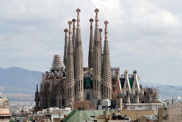 800px-Sagrada Familia 01