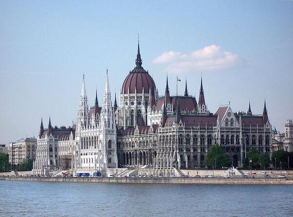 800px-Budapest Parlament1