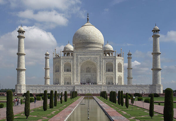 800px-Taj Mahal, Agra, India edit3