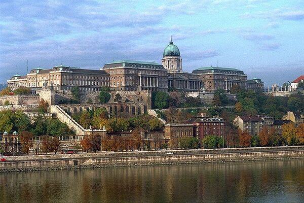 800px-BudapestCastle 028