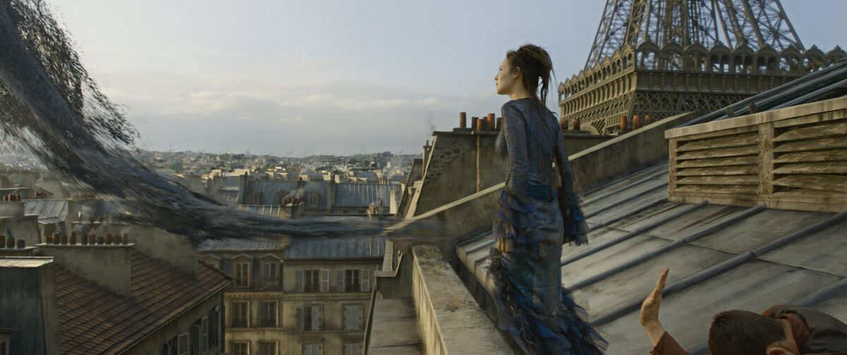 Maledictus watches Credence's Obscurus in Paris.