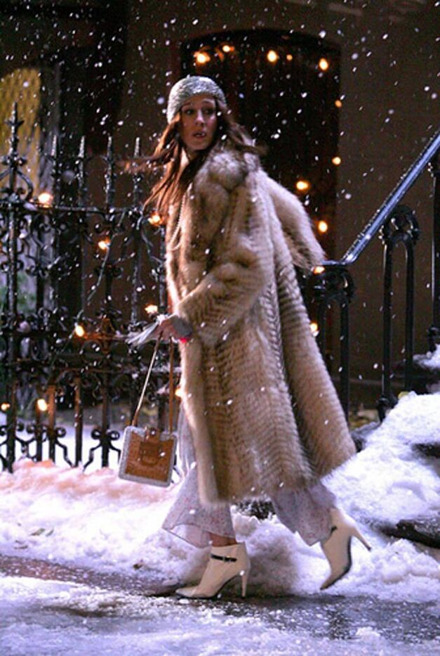 sex and the city carrie bradshaw walking in snow