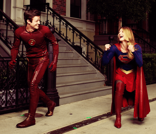 supergirl_theflash_laughing
