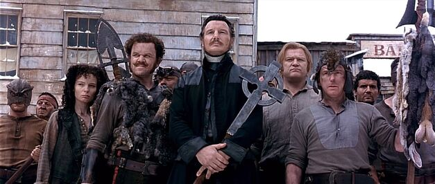 liam-neeson-gangs-of-new-york-catholic-cross
