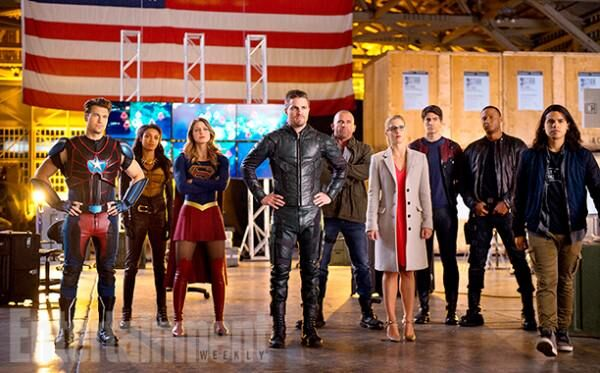arrow-flash-supergirl-legends-crossover-images-ew-9-600x373