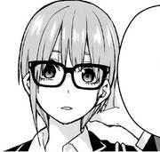 中野一花 戴眼鏡時