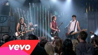 5 Seconds of Summer - She Looks So Perfect (Live at the Billboard Music Awards 2014)
