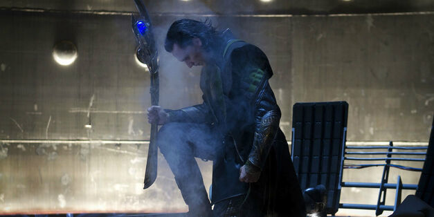 Tom-Hiddleston-Loki-The-Avengers-Scepter-Mind-Stone