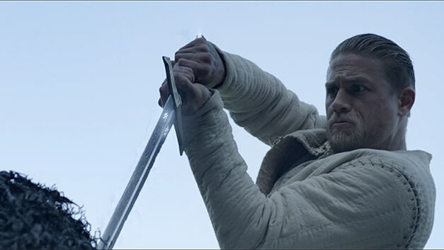 king arthur movie review charlie hunnam excalibur sowrd in the stone