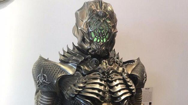 star trek discovery klingons torchbearer suit