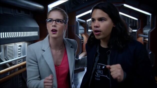 Cisco and Felicity geeking out aboard the Waverider timeship Arrowverse crossover Invasion