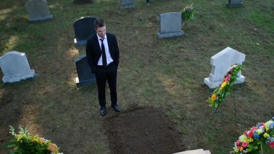Who's in the Grave on 'Arrow'?