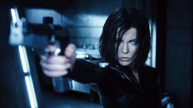Underworld Kate Beckinsale weilding gun
